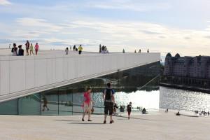 屋根の上を歩けるオペラハウス