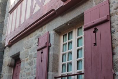 鍵のマークがかわいい窓